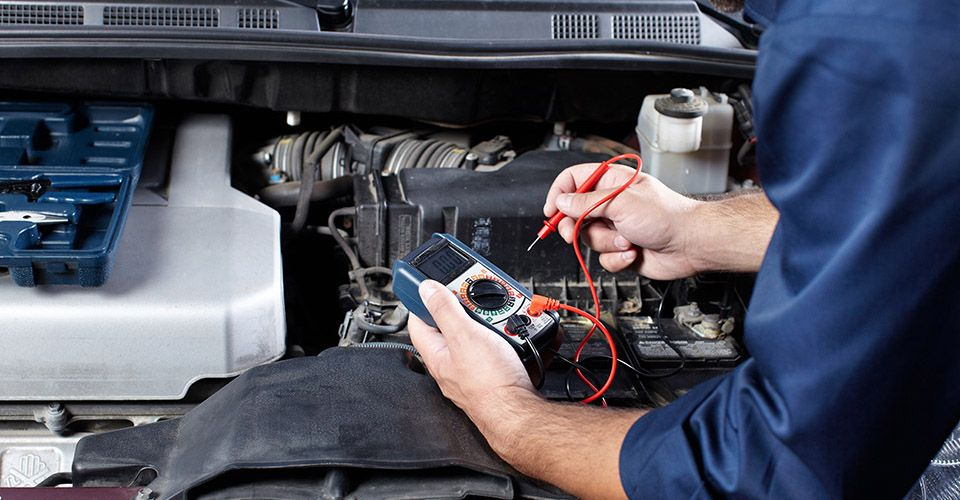 Auto Mechanic computer diagnostic